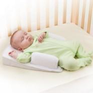 The First Years 嬰兒透氣三角枕